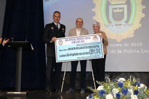 ASEM recibe donativo recaudado por la Policía Local de Lora del Río